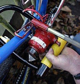 Bottle jack in U-lock