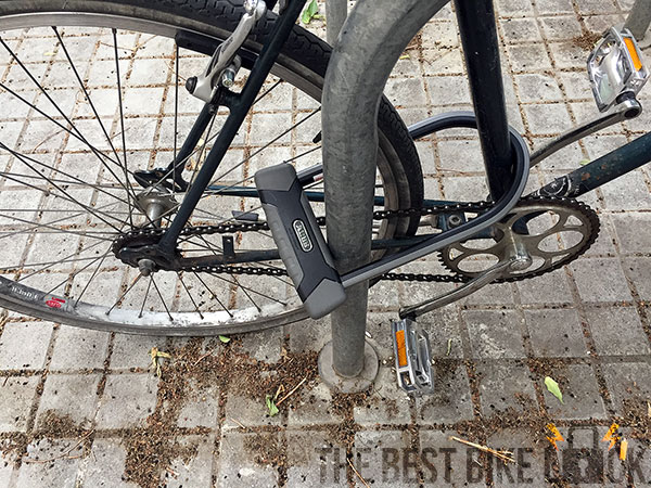 Abus Granit X-Plus 540 around back wheel