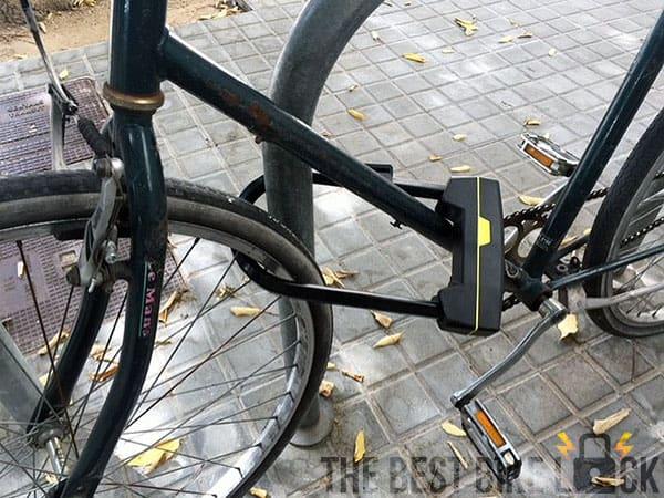 Pentagon locked around front wheel