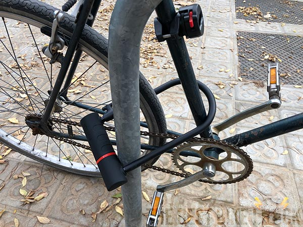 Locking the frame and back wheel