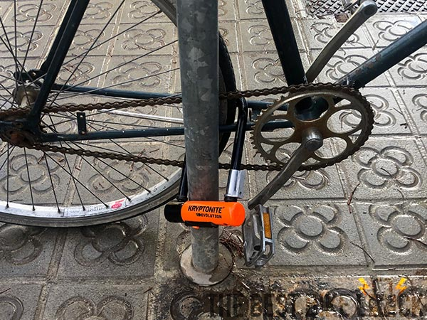 Mini-7 locking through chain stays and rear wheel